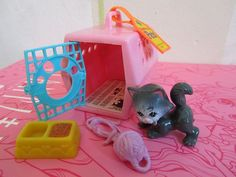 Littlest Pet Shop! I had this kitten! I loved it sooo much! Along with my many other Littlest Pet Shop pets! Always one of my favorite toys! Childhood Memories 90s, Childhood Toys, Little Pet Shop Toys, Little Pets, Right In The Childhood, Barbie, 80s Kids, Vintage Toys, Retro Toys
