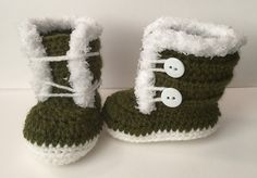 Fuzzy Trim Winter Boots -free crochet pattern-