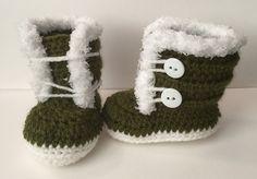 Fuzzy Trim Winter Boots -free crochet pattern-