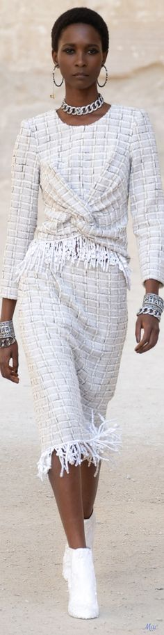 Chanel Fashion, Luxury Fashion, Womens Fashion, Elie Saab, Coco Chanel, Gown Suit, Vintage Chanel, Girls Best Friend, Spring Fashion