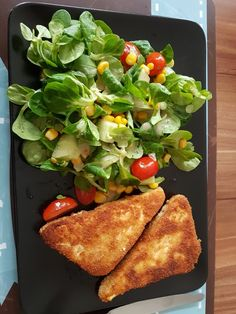 Baked feta cheese on mixed salad with honey dressing, a .- Baked feta on a mixed salad with honey dressing, a very tasty recipe from the snacks and small dishes category. Easy Healthy Recipes, Veggie Recipes, Salad Recipes, Healthy Snacks, Easy Meals, Dinner Recipes, Healthy Eating, Healthy Fats, Bag Lunch