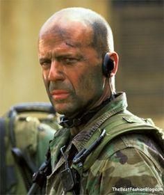 """Bruce Willis em """"Lágrimas do Sol"""" (Tears of the Sun), 2003 Bruce Willis, Olivia De Havilland, Gi Joe, Coca Cola, Tears Of The Sun, Best Action Movies, Adventure Film, Bald Men, Entj"""