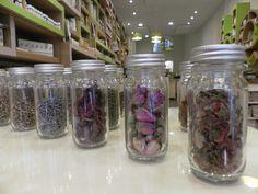 Détails floraux Architecture Design, Mason Jars, Architecture Layout, Mason Jar, Architecture, Glass Jars, Jars