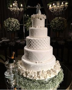 Wedding cakes have ended up being an essential decoration at wedding venues where guests still excite themselves over how magnificent the wedding event cake is. Pretty Wedding Cakes, Amazing Wedding Cakes, White Wedding Cakes, Elegant Wedding Cakes, Wedding Cake Designs, Henna Wedding Cake, Trendy Wedding, Floral Wedding, Dream Wedding