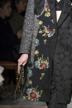 Antonio Marras at Milan Fashion Week Fall 2019 - Details Runway Photos Antonio Marras, Silk Jacket, Embroidered Jacket, Street Outfit, Milan Fashion Weeks, Elegant Outfit, Coats For Women, Couture, Cool Outfits