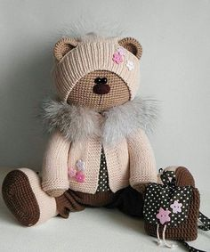 Mesmerizing Crochet an Amigurumi Rabbit Ideas. Lovely Crochet an Amigurumi Rabbit Ideas. Crochet Teddy, Crochet Amigurumi, Crochet Bunny, Cute Crochet, Amigurumi Doll, Crochet Animals, Knitted Bunnies, Knitted Dolls, Crochet Dolls