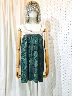 SRITALA : GREEN FLORAL PLEATED MINIDRESS#remakeclothes #ream #sritala #changchui #changchuibkk #bangkok #thailand#dresses