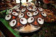 our owl cupcakes.......pinterest inspired via karaspartyideas.blogspot.com
