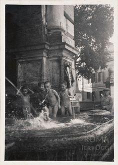 Piazza Trilussa (1938) Best Cities In Europe, Memorie, Rome Travel, Magnum Photos, Vatican, Old Photos, 1930s, Nostalgia, Photographs