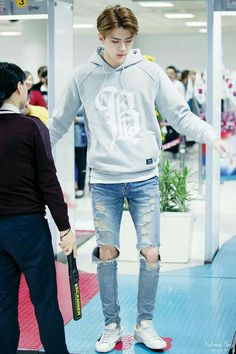 """Silahkan periksa sya tiati mimisan:v"" Sehun said Saae by:) Chen, Kpop Fashion, Korean Fashion, Airport Fashion, Exo Music, Chanyeol Baekhyun, Kim Minseok, Exo Korean, Exo Ot12"