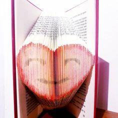 Pliage de livre coeur colorié, bookfolding heart Margot L Escargot, Creations, Book Folding, Crafts, Livres