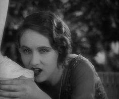 A idade do ouro - Filme surrealista! - L'Age D'Or - Luis Bunuel (1930)