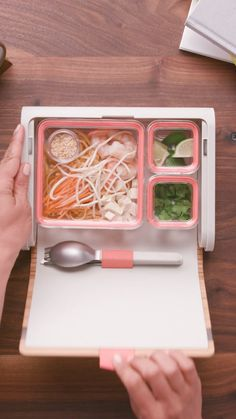All-in-One Meal Prep Kit All-in-One Meal Prep Kit Tastemade tastemade Healthy AF Your room may not be organized but your lunch is. Want the […] lunch Cool Gadgets To Buy, Cool Kitchen Gadgets, Home Gadgets, Cooking Gadgets, Cool Kitchens, Cooking Tools, Spy Gadgets, High Tech Gadgets, Smart Kitchen