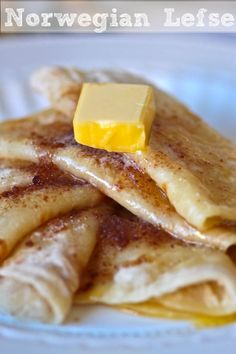 Norwegian Lefse - Potato Pancakes With Butter & Cinnamon Sugar - Breakfastnorwegian lefse recipe. My grandma makes lefsa every year at Christmas time. Norwegian Lefse Recipe, Norwegian Food, Norwegian Recipes, Potato Pancakes, Pancakes And Waffles, Potato Bread, Viking Food, Norway Food, Scandinavian Food