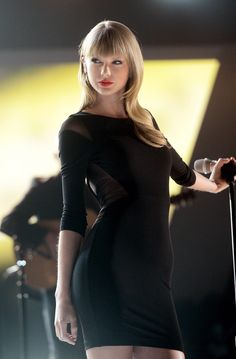 Taylor swift in black dress Taylor Swift Hot, Estilo Taylor Swift, Taylor Swift Style, Swift 3, Taylor Swift Bangs, Beautiful Taylor Swift, Taylor Taylor, Taylor Swift Pictures, My Idol