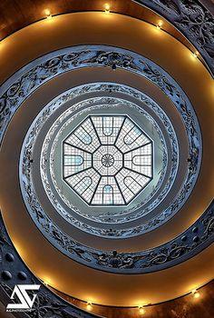 Escalier du Musée du Vatican, Rome, Italie (HDR)