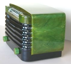 Art Deco radio Green was a very prominent color