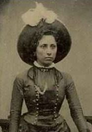 Queen of the Wild West Myra Belle Shirley, better know as Belle Starr earned her title as Queen of the Wild West. After Belle died, her daughter Flossy moved to Wichita and opened the finest brothe… Belle Starr, Famous Outlaws, Old West Photos, Wild West Cowboys, Civil War Photos, Le Far West, Historical Pictures, Old Pictures, American History