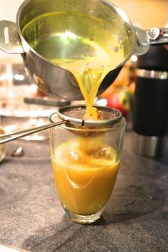 ~°'°~ Thé d'or  ~°'°~ (booster immunité, anti-inflammatoire) •1 c.c.  curcuma •2 verres de lait de riz-coco  •1 c.c. cannelle •4 clous de girofle •1/4 c.c. poivre  •4 cardamomes (coupées en 2) •1 morceaux de gingembre grand comme le pouce. •2 c.c. de miel •1 c.c. huile de coco