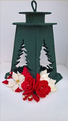 Risultati immagini per babbo natale e elfiin feltro Christmas Is Coming, All Things Christmas, Christmas Time, Christmas Wreaths, Christmas Decorations, Christmas Ornaments, Felt Crafts, Diy And Crafts, Christmas Accessories