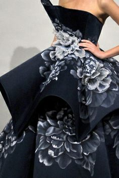 Marchesa - New York Fashion Week - Spring 2011 Couture Mode, Style Couture, Couture Fashion, Runway Fashion, Marchesa Fashion, Fashion Week, Look Fashion, Fashion Details, Fashion Beauty