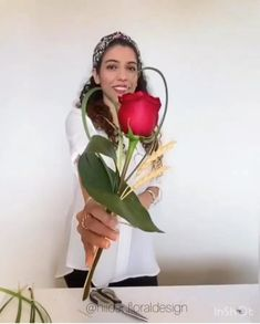 Contemporary Flower Arrangements, Creative Flower Arrangements, Flower Arrangement Designs, Floral Arrangements, Single Flower Bouquet, Flower Bouquet Diy, How To Wrap Flowers, Unique Flowers, Deco Floral