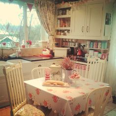 New vintage kitchen ideas shabby chic cottage style 55 Ideas Vintage Kitchen Decor, Shabby Chic Kitchen, Shabby Chic Cottage, Farmhouse Kitchen Decor, Vintage Shabby Chic, Shabby Chic Decor, Cottage Style, Cosy Kitchen, Kitchen Ideas