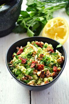 Kuchnia w zieleni: Ziołowy kuskus Kung Pao Chicken, Cobb Salad, Potato Salad, Potatoes, Ethnic Recipes, Food, Potato, Essen, Meals