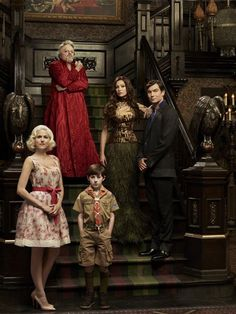 Jerry O'Connell, Portia de Rossi, Jason Cook, Eddie Izzard and Charity Wakefield in 'Mockingbird Lane'