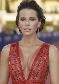 Kate Beckinsale Hottest Female Celebrities, Beautiful Celebrities, Beautiful Actresses, Gorgeous Women, Kate Beckinsale Pictures, Actrices Sexy, British Actresses, Up Girl, Beauty Women