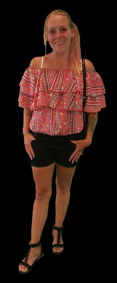 Scoor de complete outfit Handsome Girl inclusief 10% korting voor maar € 82,95 compleet met topje, short, schoenen en tas. GRATIS VERZENDING!!