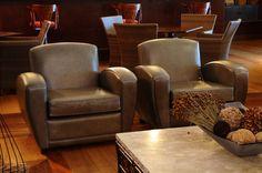 Estilo clássico ao moderno! Confira nosso portfólio. A Coisas do Brasil é especialista em móveis estofados para restaurantes, bares, escritórios, projeto corporativos, hotéis.