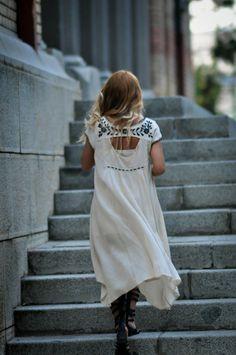 high low dress. #streetstyle #SimonaMar