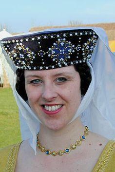 13th century ladies headpiece - Google Search