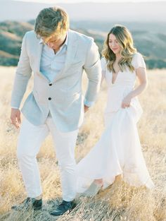 Discover recipes, home ideas, style inspiration and other ideas to try. Winter Engagement Pictures, Mountain Engagement Photos, Country Engagement, Beach Engagement, Wedding Photography Poses, Wedding Portraits, Anniversary Photography, Lifestyle Photography, Engagement Outfits