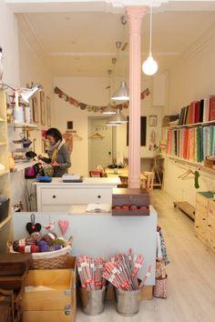 Black Oveja - Preciosa tienda de lanas con talleres de crochet, trapillo y punto. Calle Sagasta,7 Madrid