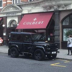 Sloane Square: Calling all car spotters take a creative photo and Instagram it I will forward you a KeyRing gift in the post!? (First 15 only) Hashtag #chelseatruckcompany Kahn@kahndesign.com Nothing like it in the world designed and created by me Made in Great Britain Land Rover Defender by the @chelseatruckco #chelseatruckcompany This particular model was commissioned by the London Motor Show. #landrover #landy #landrovers #landroverlove #landrovermena #knightsbridge #belgravia #chelsea…