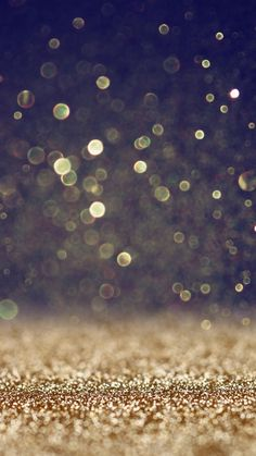 iPhone or Android Glitter Gold Bokeh wallpaper selected by ModeMusthaves.com