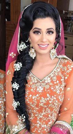 Bridal Makeup Looks, Indian Bridal Makeup, Asian Bridal, Desi Bride, Bride Look, Pakistani Wedding Outfits, Bridal Outfits, Indian Wedding Hairstyles, Bride Hairstyles
