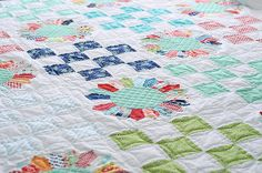 Today's Dresden plate variations allow this wonderful block to be a fun project for traditional and modern quilters alike. Learn more here, on Craftsy!