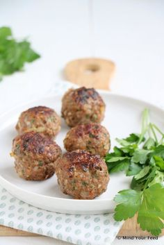 Turkse gehaktballetjes - köfte - Mind Your Feed Dutch Recipes, Turkish Recipes, Paleo Recipes, Drink Recipes, Healthy Eating Tips, Eating Habits, Healthy Snacks, Healthy Nutrition, Party Food And Drinks