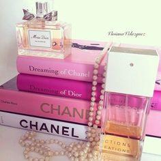 Imagem de books, pink, and chanel