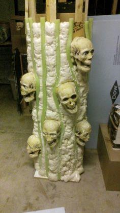 Casa Halloween, Scary Halloween Decorations, Theme Halloween, Halloween Trees, Halloween Haunted Houses, Creepy Halloween, Outdoor Halloween, Halloween Projects, Holidays Halloween