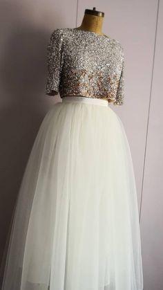 Indian Gowns Dresses, Indian Fashion Dresses, Indian Designer Outfits, Evening Dresses, Abaya Fashion, Hijab Dress Party, Lehnga Dress, Lehenga, Bridal Skirts