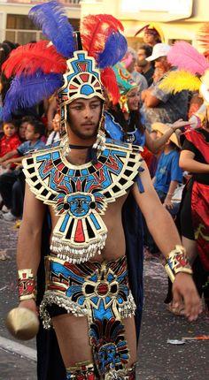 MEXICO - Aztec warrior in the Mazatlan Carnival parade Aztec Costume, Mexican Costume, Aztec Warrior, Aztec Art, Carnival Costumes, People Of The World, World Cultures, Costume Design, Ancient History