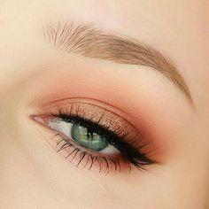 "Trend Alert: Get a ""Peach Make-up"" Maquillage - maquillage naturelle - maquillage tutoriel Foil Eyeshadow, Peach Eyeshadow, Eyeshadow Makeup, Summer Eyeshadow, Highlighter Makeup, Eyeshadow Palette, Makeup Trends, Makeup Inspo, Makeup Ideas"