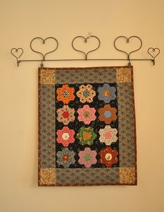 HenHouse: More Dolly Quilts Small Quilt Projects, Quilting Projects, Quilting Ideas, Sewing Projects, Small Quilts, Mini Quilts, Mini Quilt Patterns, Block Patterns, Miniature Quilts