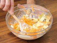 Könnyű nyári répasaláta recept lépés 6 foto Coconut Flakes, Ale, Grains, Salads, Spices, Recipes, Food, Spice, Ale Beer