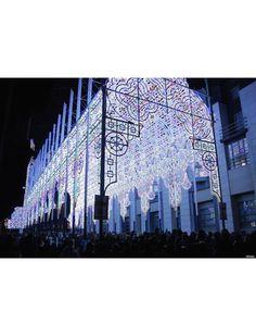 Catedral De Cagna, toda decorada especialmente para o Festival de Luzes na Ghent, na Bélgica. A catedral foi enfeitada com mais de 55 mil leds para o evento