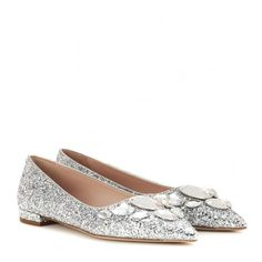Miu Miu Embellished Glitter Ballerinas (1,445 CAD) ❤ liked on Polyvore featuring shoes, flats, miu miu, silver, ballerina shoes, silver shoes, flat shoes, silver ballet flats and silver flat shoes